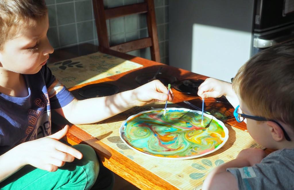 eksperymenty z dziećmi