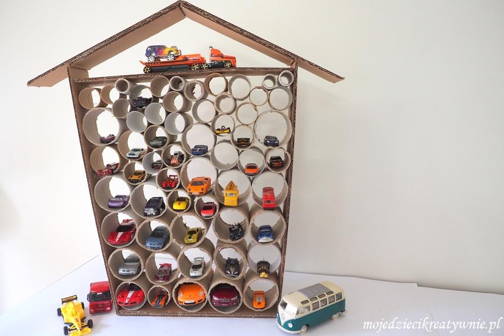 garaz z kartonu