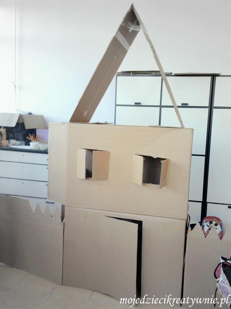 kartonowy domek