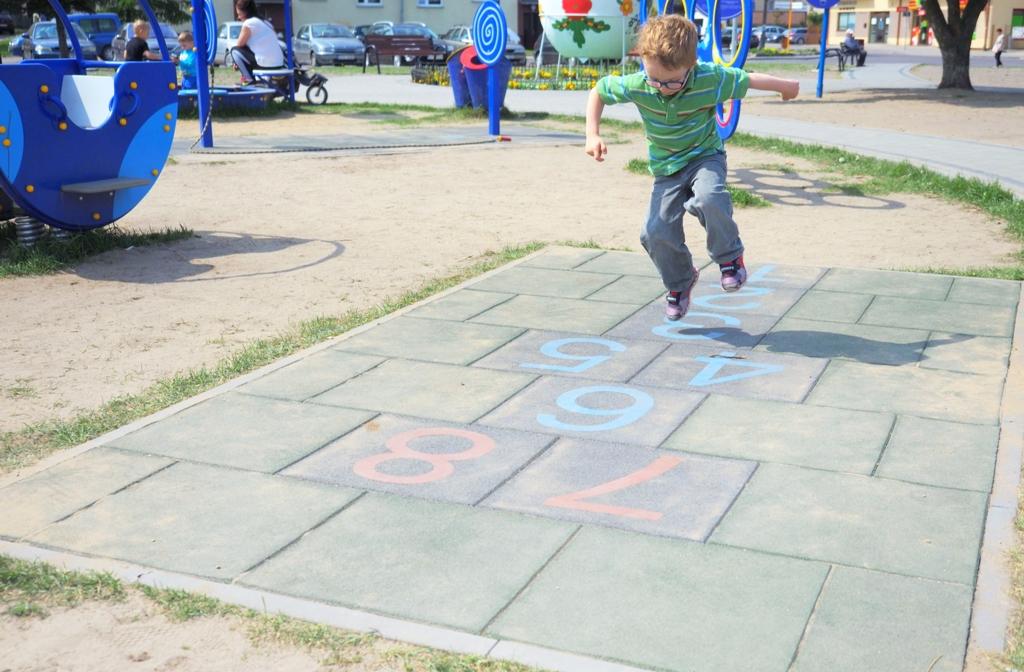 zabawy dla dzieci na dworze