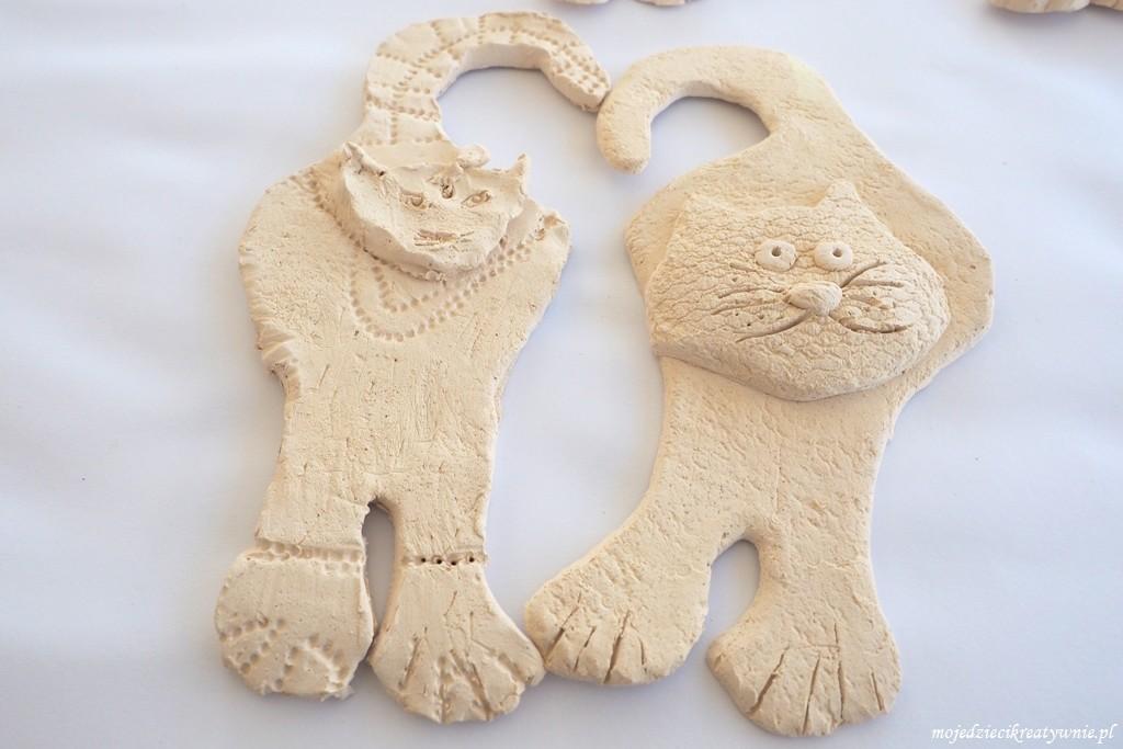 koty z gliny