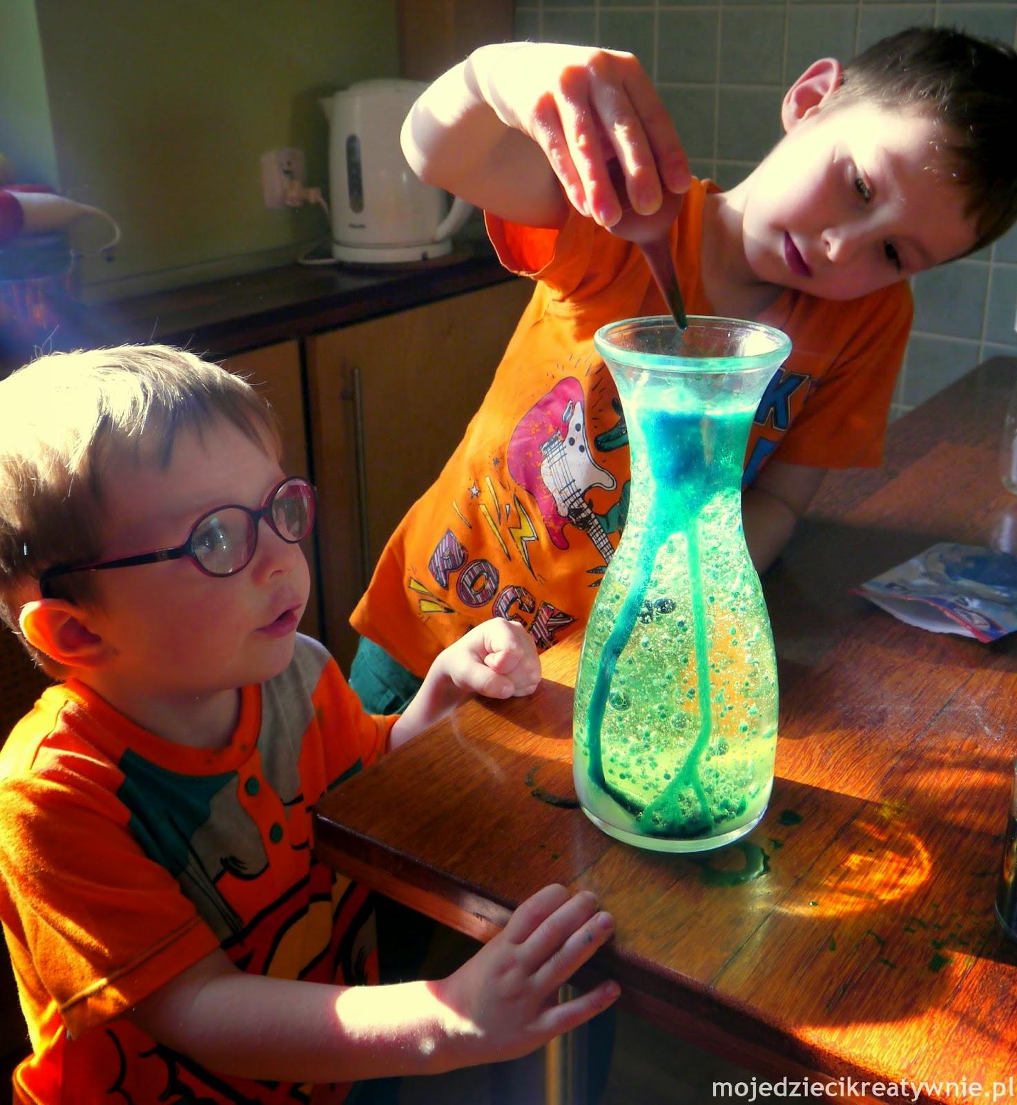 eksperymenty dla dzieci, doświadczenia w domu, kreatywne zabawy, ciekawe pomysły na eksperymenty dla dzieci