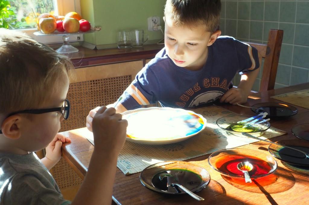 eksperyment z dziecmi w domu
