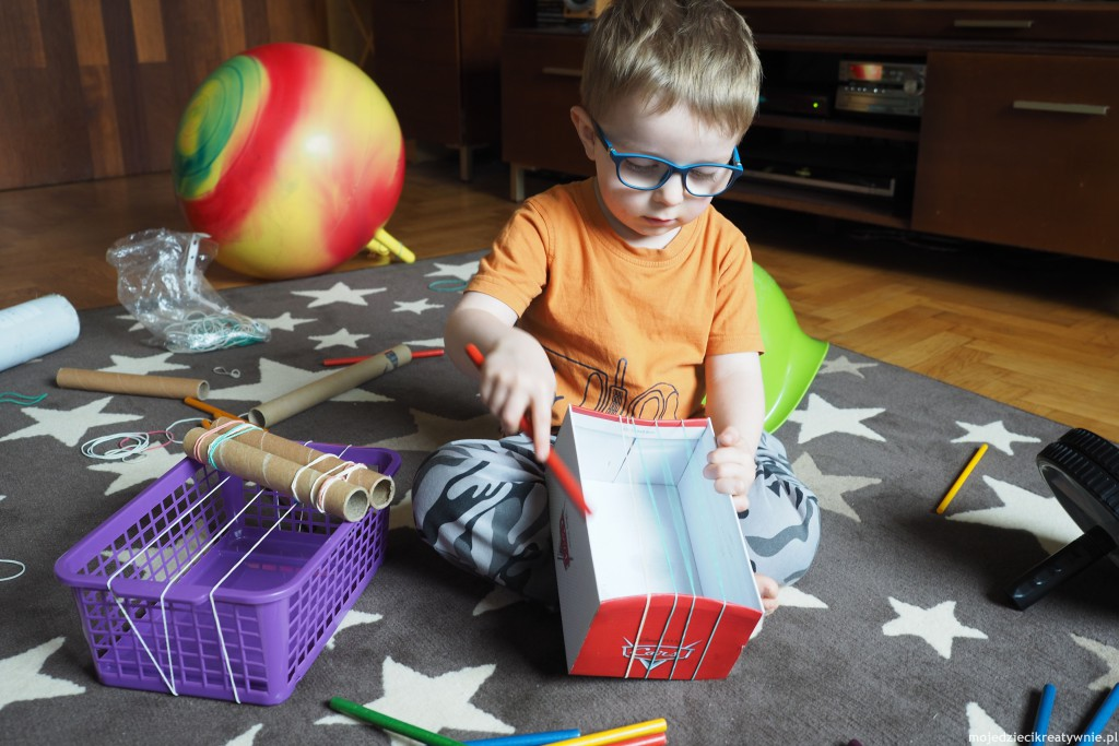 zabawy dla dzieci w domu w przedszkolu kraetywne instrumenty recykling