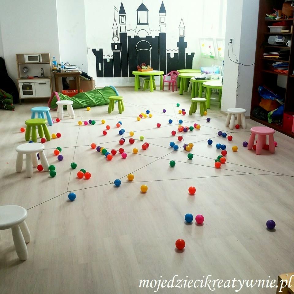 zabawy dla dzieci w przedszkolu na dywanie