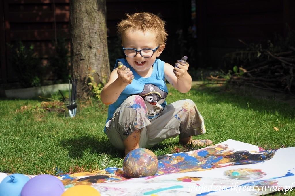 zabawy z balonami z woda na dworzu kreatywnie w domu dla dzieci