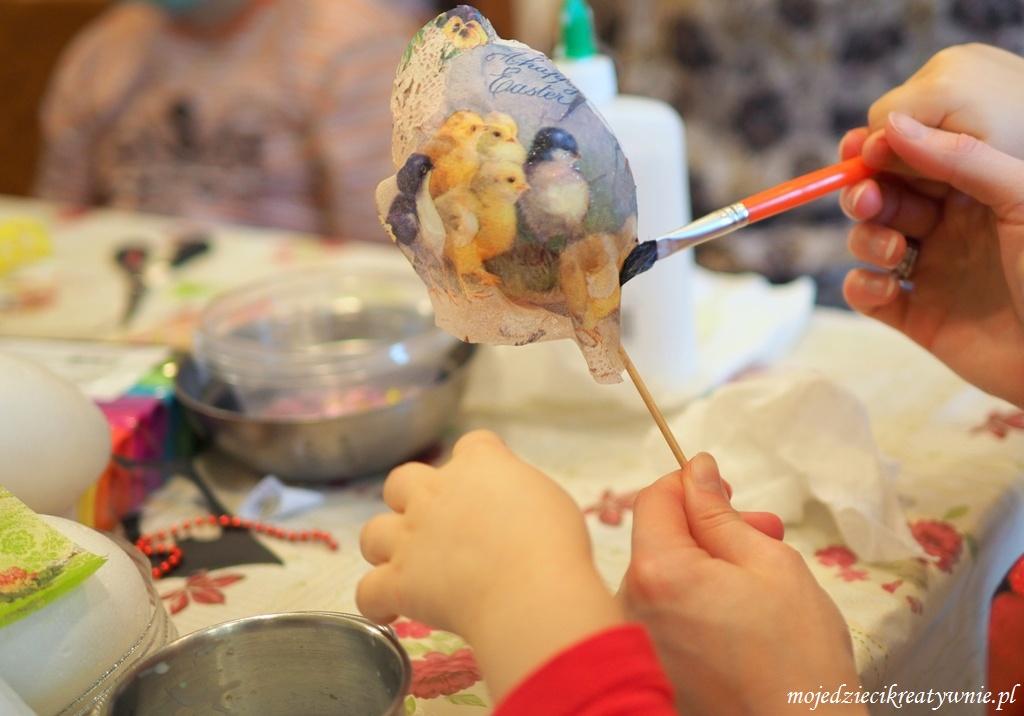 barwienie jajek dekorowanie pisanek