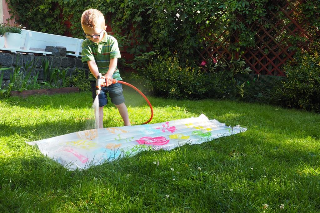 wodne zabawy dla dzieci materac wodny