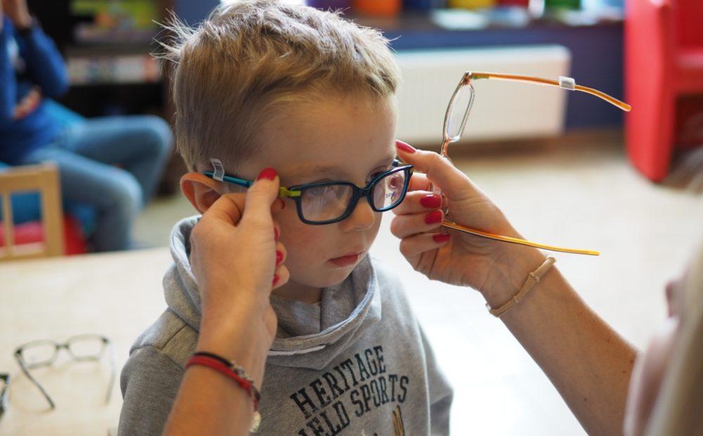 d3d6f22d356062 Jak dobrać odpowiednie okulary dla dziecka? - Moje Dzieci Kreatywnie