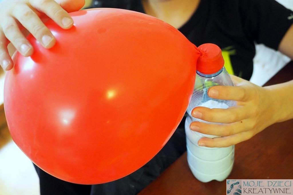 jak napelnić balon mąką