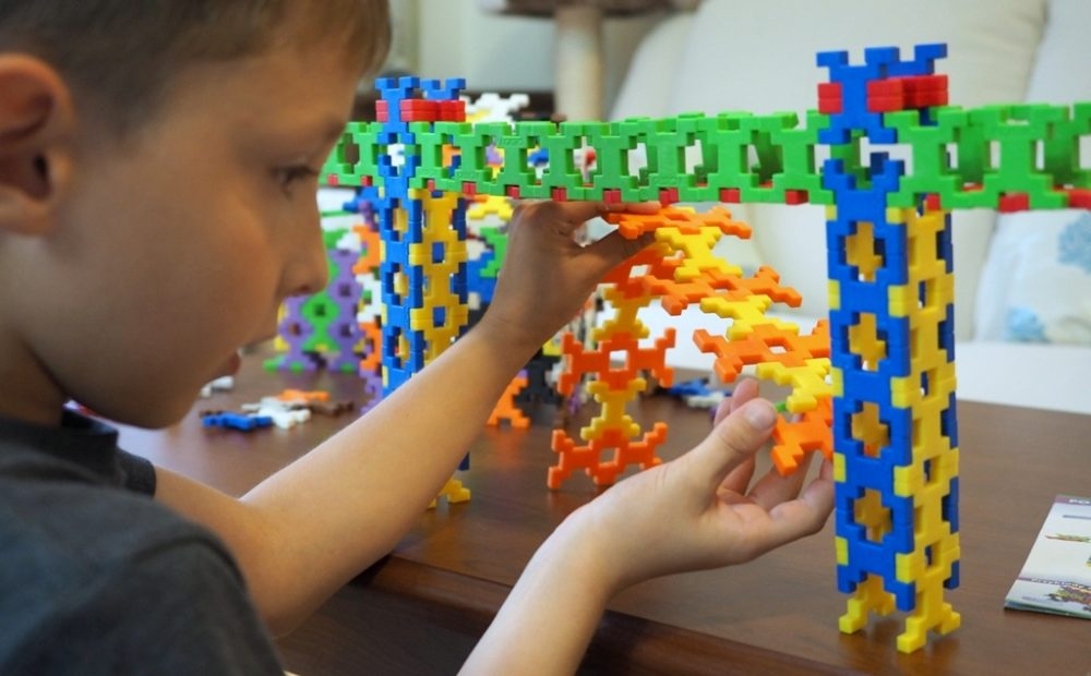 klocki konstrukcyjne plastikowe dla dzieci najlepsze edukacyjne