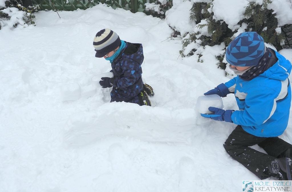 domek ze sniegu