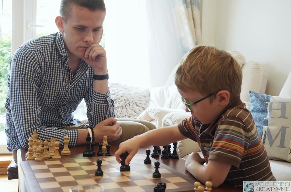 nauczyciel gry w szachy
