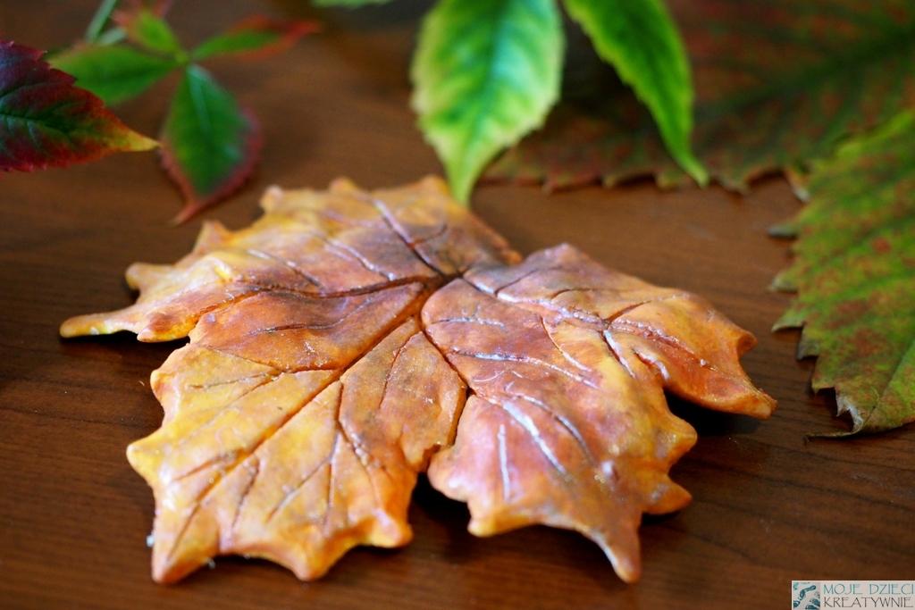 prace plastyczne jesien, liscie z zimnej porcelany
