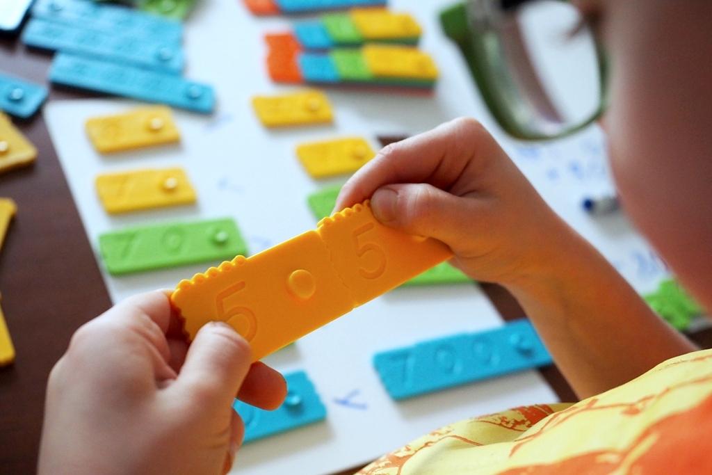 nauka dodawania klocki matematyczne edukacyjne nemwero plastikowe dla dzieci