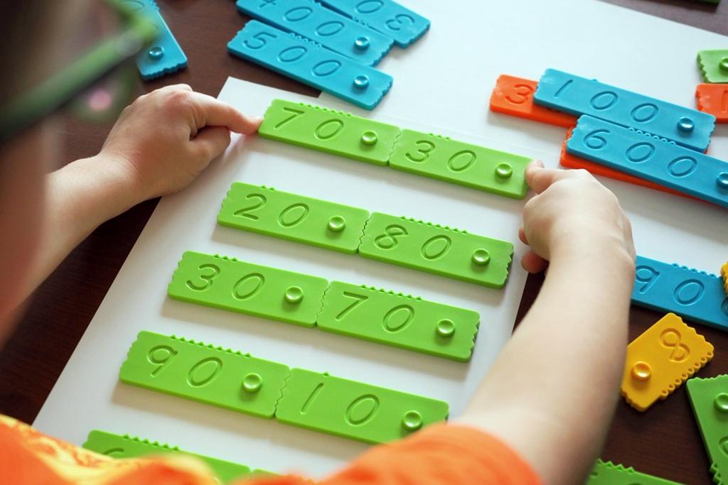 klocki matematyczne edukacyjne newmero plastikowe dla dzieci nauka liczenia zabawy pomoce montessori