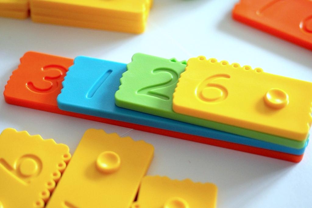 klocki matematyczne edukacyjne newmero plastikowe dla dzieci nauka liczenia zabawy pomoce