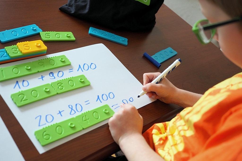 dziecieca matematyka klocki matematyczne edukacyjne newmero plastikowe dla dzieci nauka liczenia zabawy pomoce