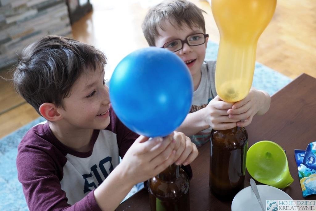 eksperymenty z balonami woda dla dzieci