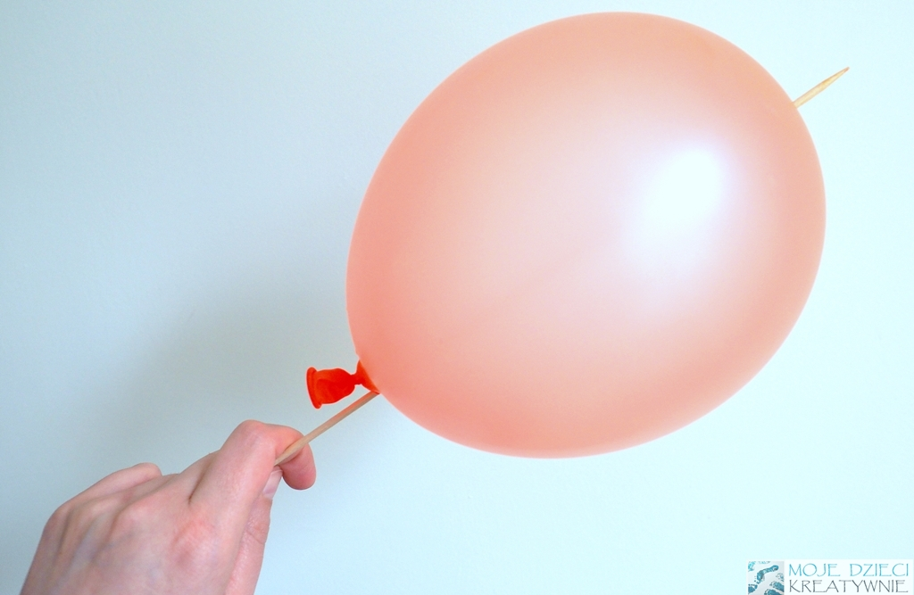 eksperymenty zabawy z balonami wykalaczka balon