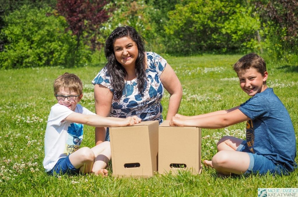 zabawy dla dzieci, zabawy w ogrodzie, zabawy na świeżym powietrzu, w co można graż na dworze, kopiowanie ruchów dłoni, kodownie w przedszkolu i szkole.