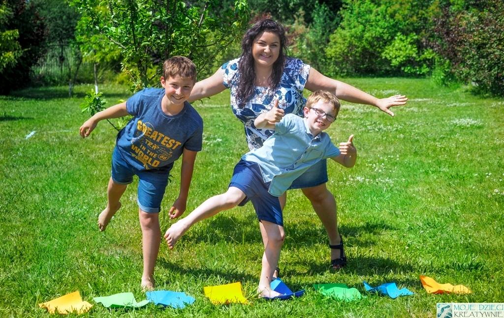 zabawy w ogrdzie, zabawy na świerzym powietrzu, w co można grać na dworze, zabawy dla rodzeństwa, kodowanie w przedszkolu i szkole.