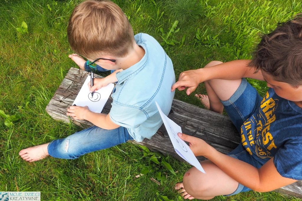 zabawy w ogrodzie, nauka kodowania dla dzieci, zabawy w kodowanie, rysowanie na plecach, moje dzieci kreatywnie.