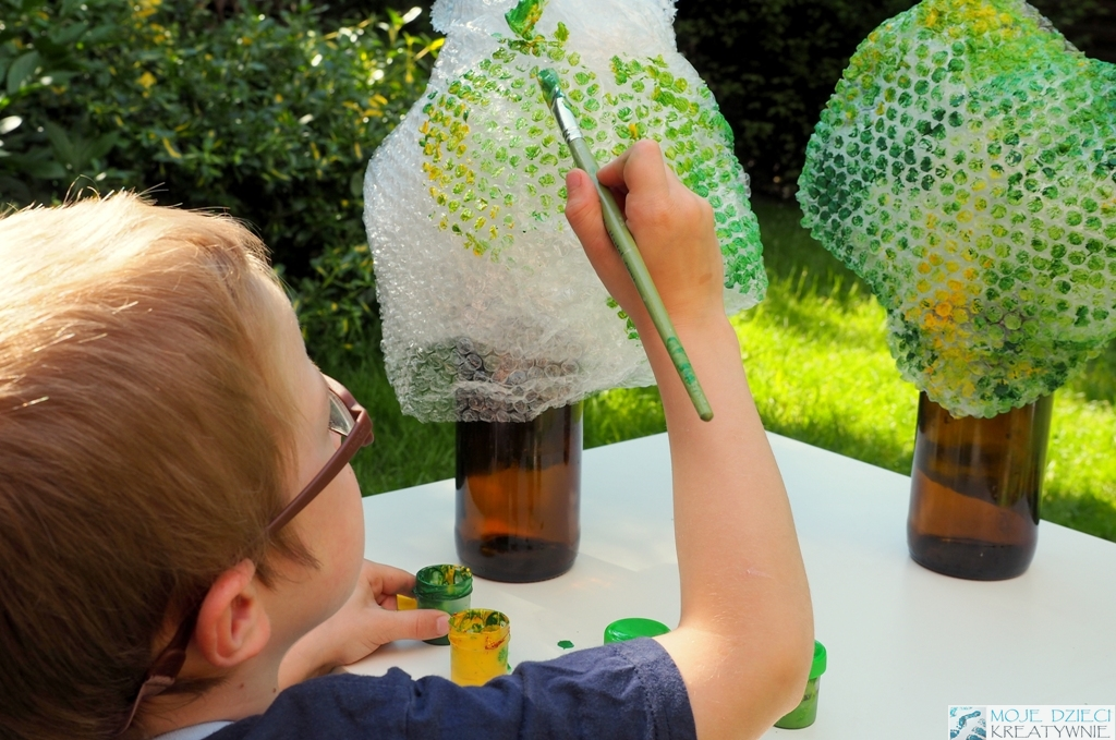 Drzewko z recyklingu pomysly na prace plastyczna drzewo z butelki
