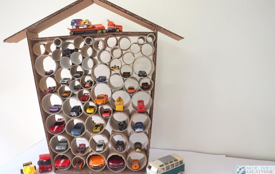 украшения, идеи и произведения искусства из рулонов туалетной бумаги, картона и игрушек из вторичного сырья
