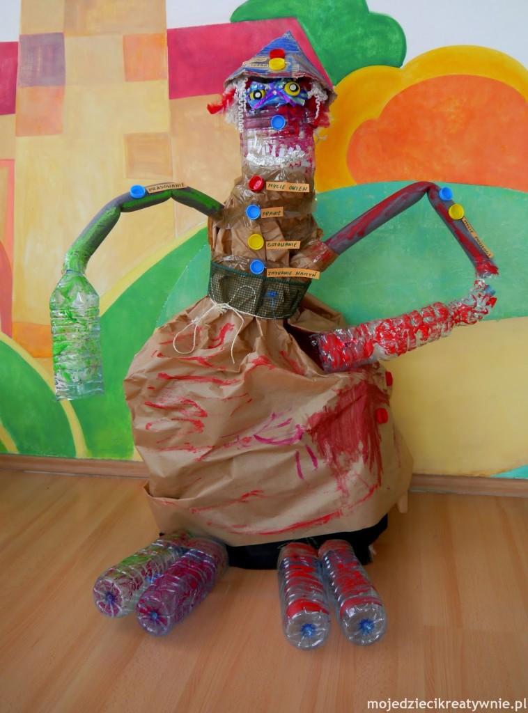 игрушка переработанного робота из туалетной бумаги бутылок и рулонов