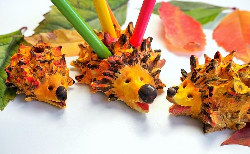 jeż na kredki diy, jeze z gliny, prace plastyczne jesien