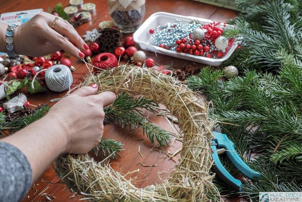 jak zrobić podstawę wianka, dekoracje bożonarodzeniowe