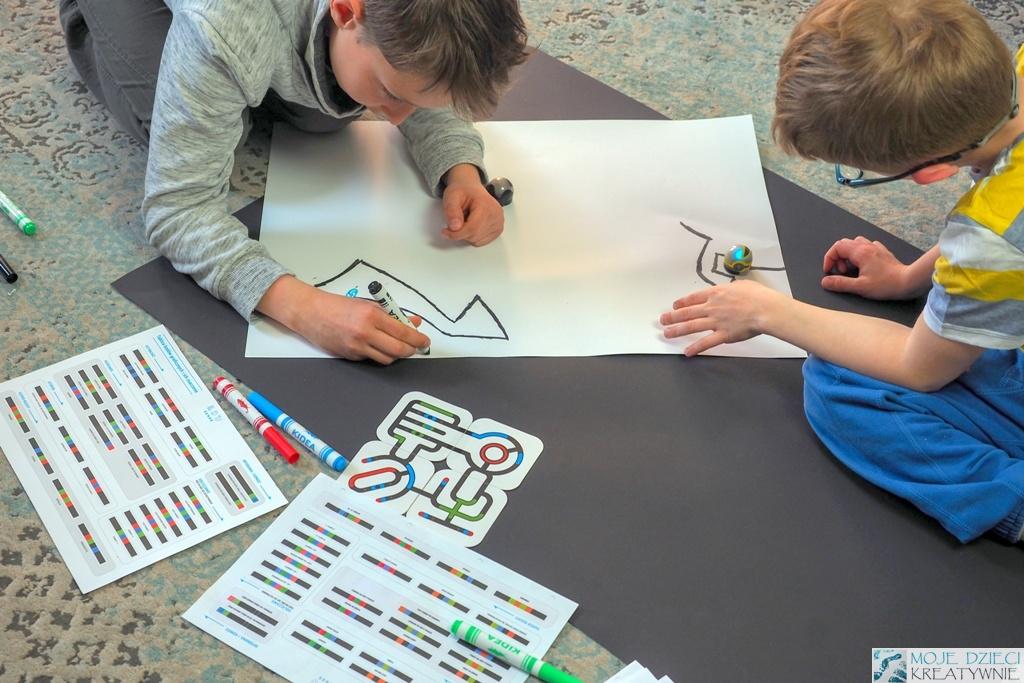 kodowanie na dywanie, nauka kodowania, zabawy w kodowanie, dzieci uczą się kodowania