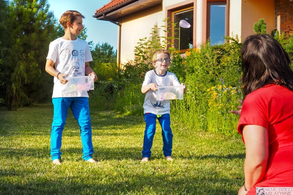 zabawy dla dzieci na urodzinki, zabawy z balonami wodnymi, zabawy i eksperymenty z wodą