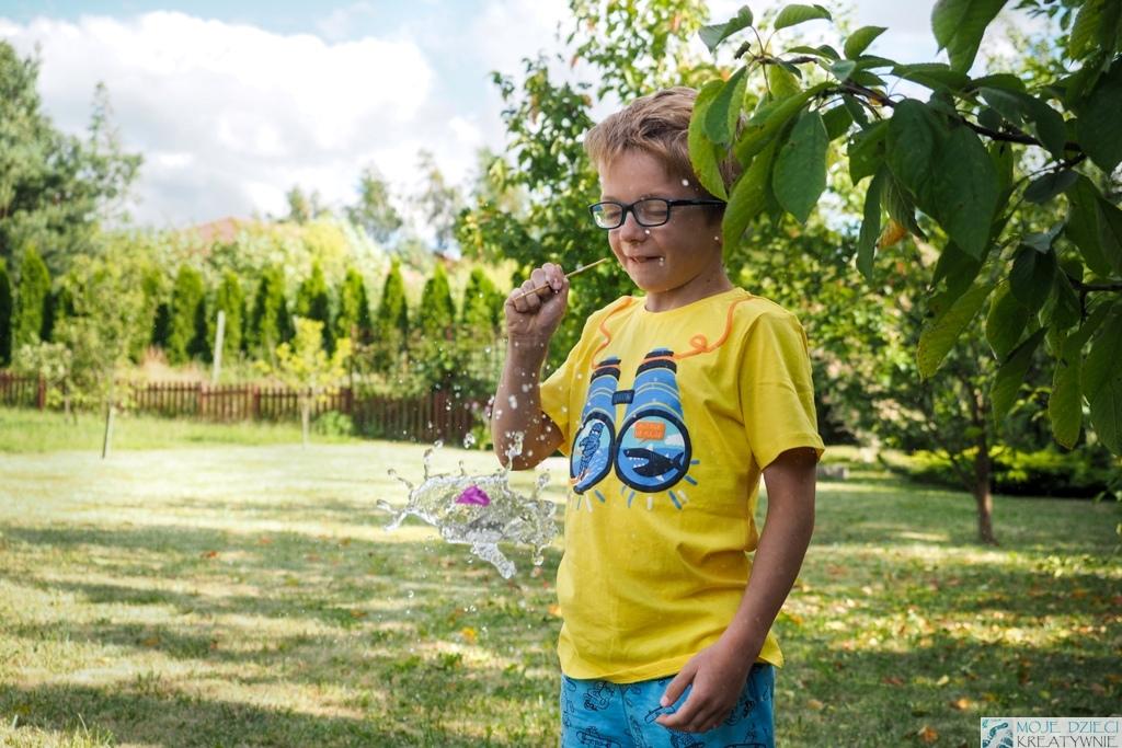 Zabawy i eksperymenty z wodą, zabawy dla dzieci z balonami, wakacyjne zabawy dla dzieci