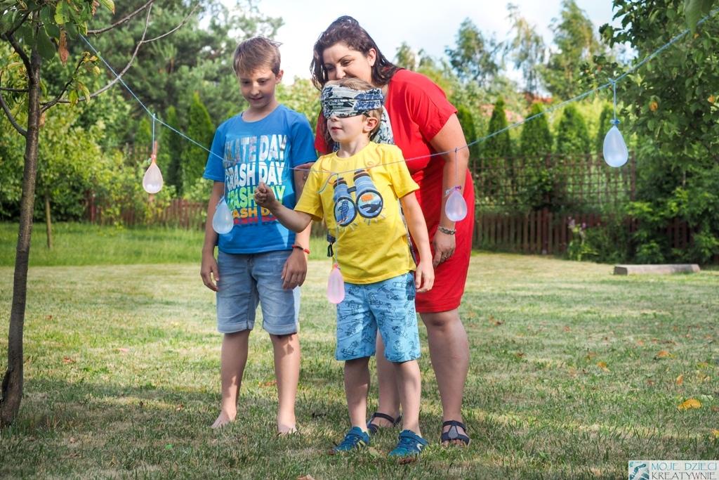 Zabawy i eksperymenty z wodą, zabawy z balonami wodnymi