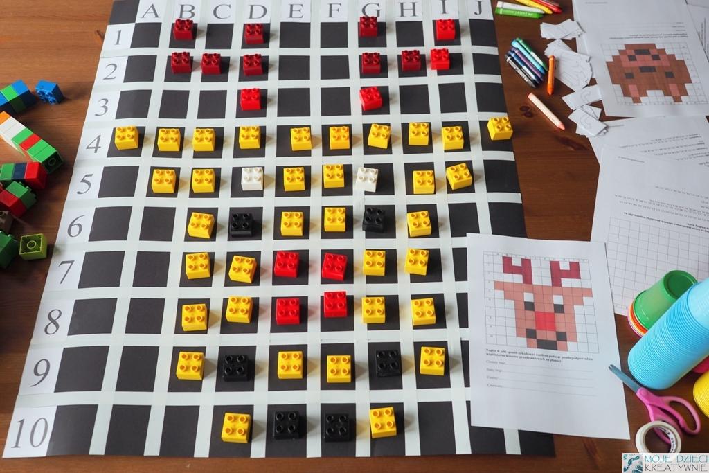 zakodowane obrazki, kodowanie na planszy za pomocą klocków, plansza do kodowania, zakodowany renifer.