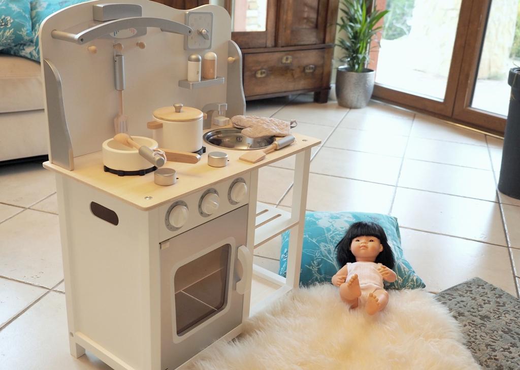 kuchnia zabawka, drewniana kuchnia dla dzieci, ładna kuchnia dla dzieci, kuchnia na prezent dla dziecka