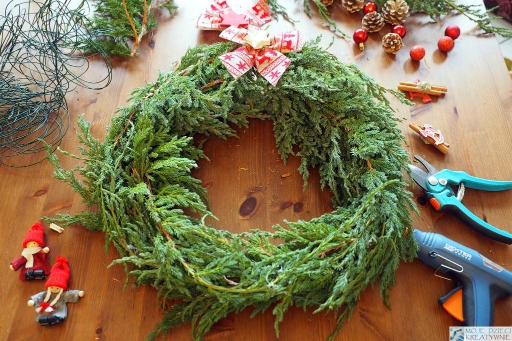 instrukcja wykonania wianka świątecznego z gałązek