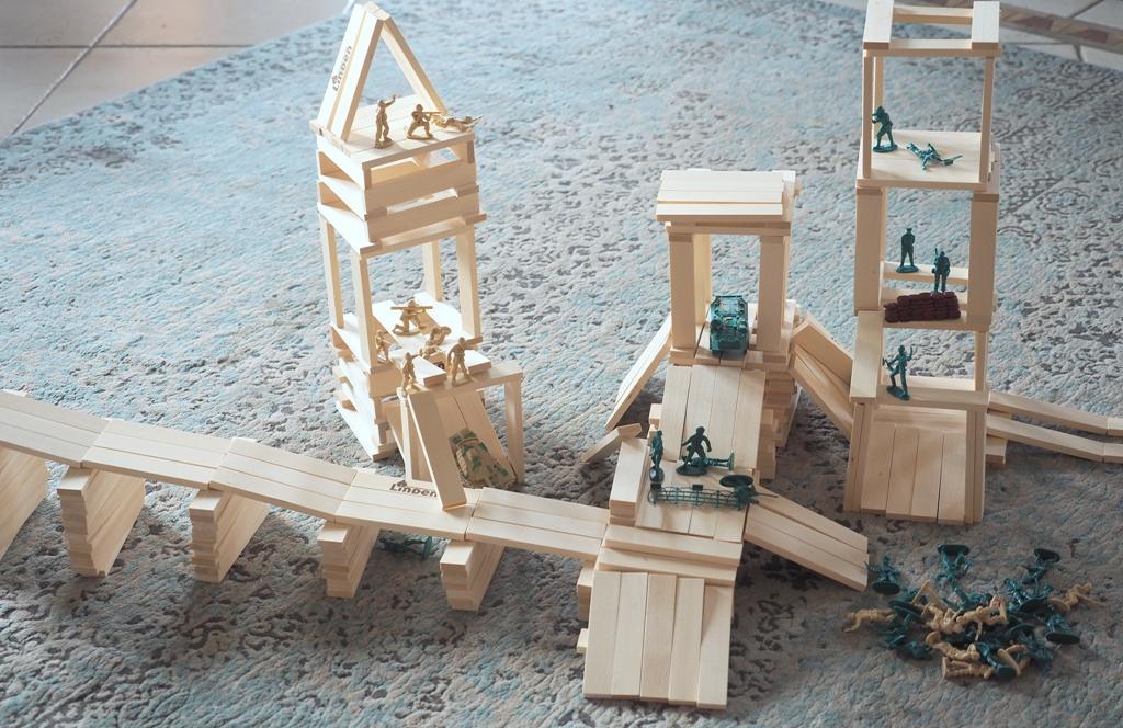 pomysły na prezenty, klocki linden, żolnierzyki, prezenty dla chłopca, klocki konstrukcyjne