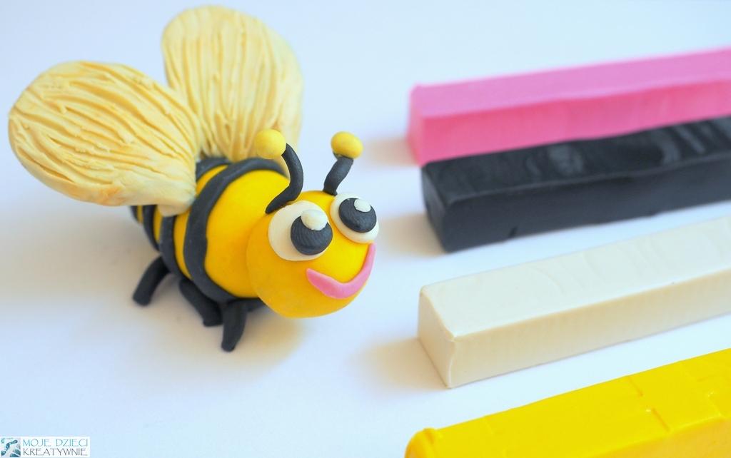 jak ulepić pszczołę z plasteliny, pszczoła z plasteliny, owady z plasteliny, zwerzątka z plateliny, figurki z plasteliny