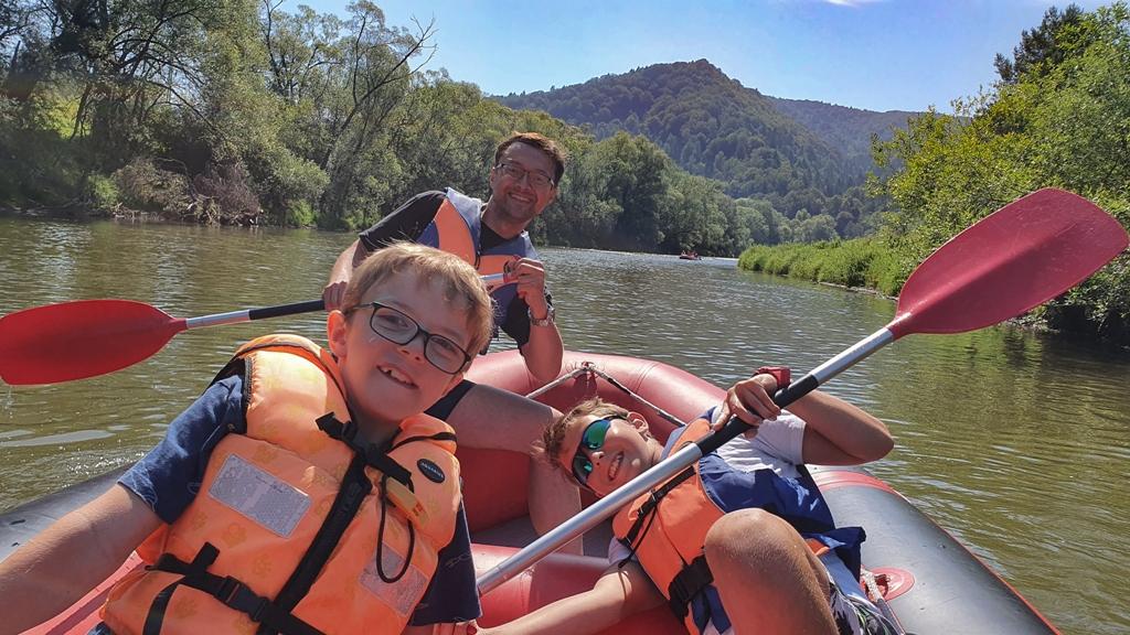 spływ ponotonowy, spływ popradem, rafting na rzece, atrakcje w beskidach, atrakcje dla dzieci beskid sadeczki, moje dzieci kraetywnie, muszyna spływ