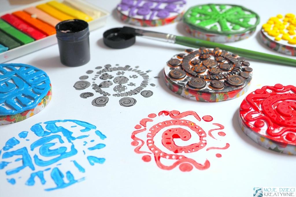 stemple z plasteliny, grafika dla dzieci, materyca z plasteliny, techniki graficzne dla dzieci, kreatywne zajęcia plastyczne