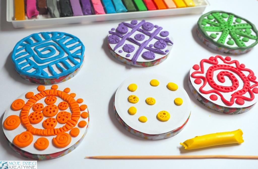 stemple z plasteliny, kreatywne zajęcia plastyczne dla dzieci w przedszkolu
