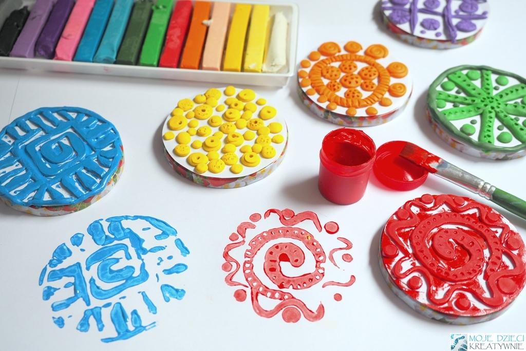 ciekawe techniki plastyczne dla dzieci, kreatywne prace plastyczne, stemple z plasteliny, moje dzieci kreatywnie