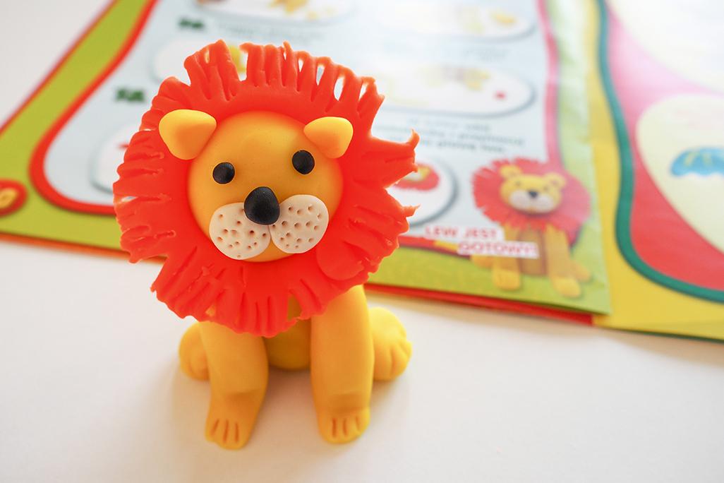 lew z masy play doh i ciastoliny, jak ulepić lwa z plasteliny krok po kroku