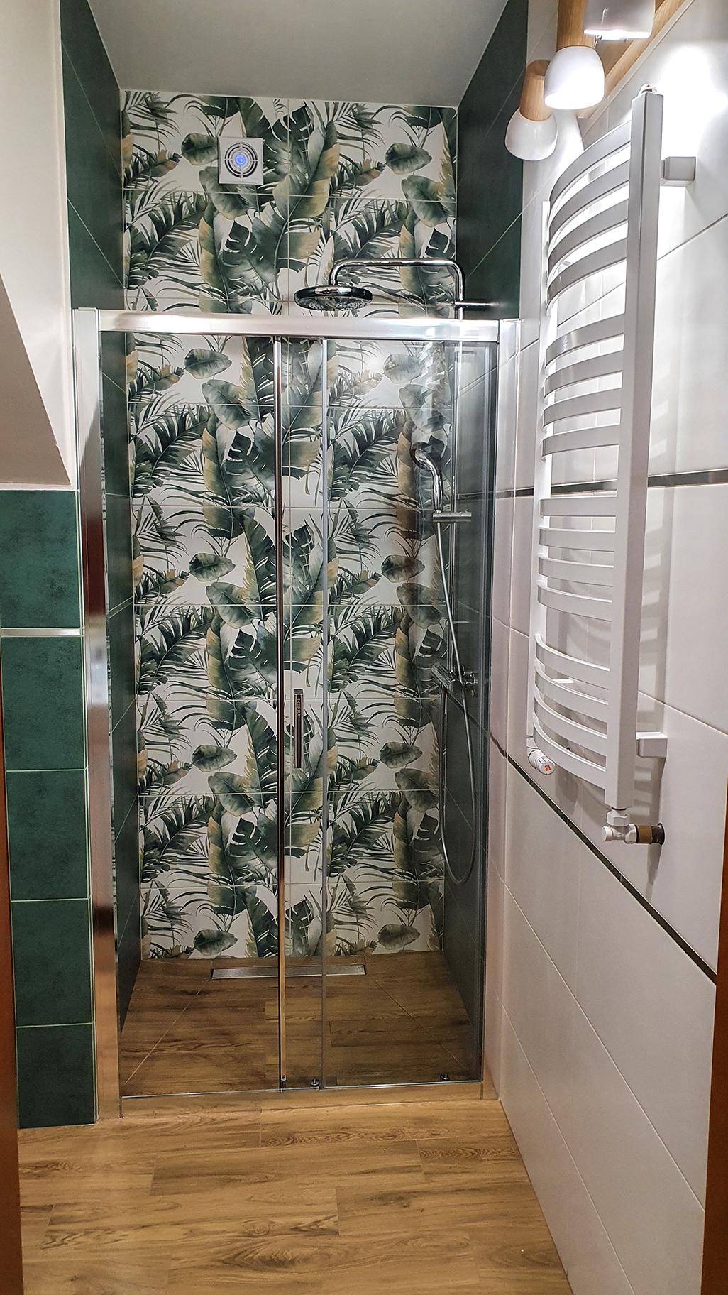 mała łazienka z prysznicem inspiracje