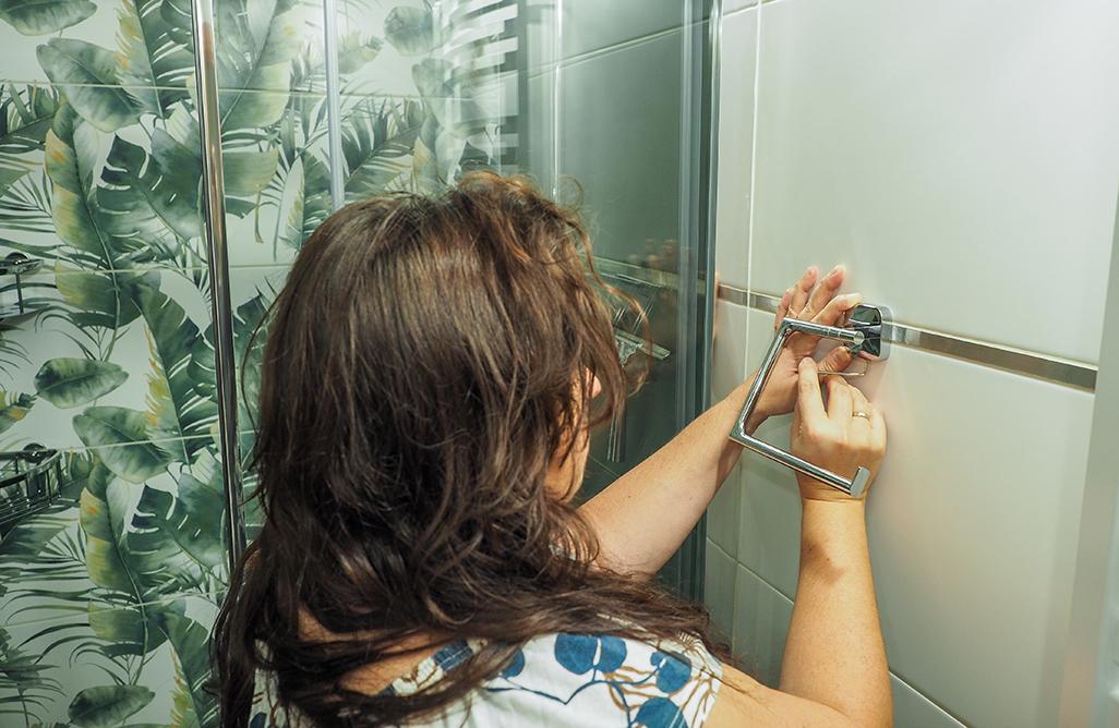 akcesoria łazienkowe tesa montaż bez wiercenia