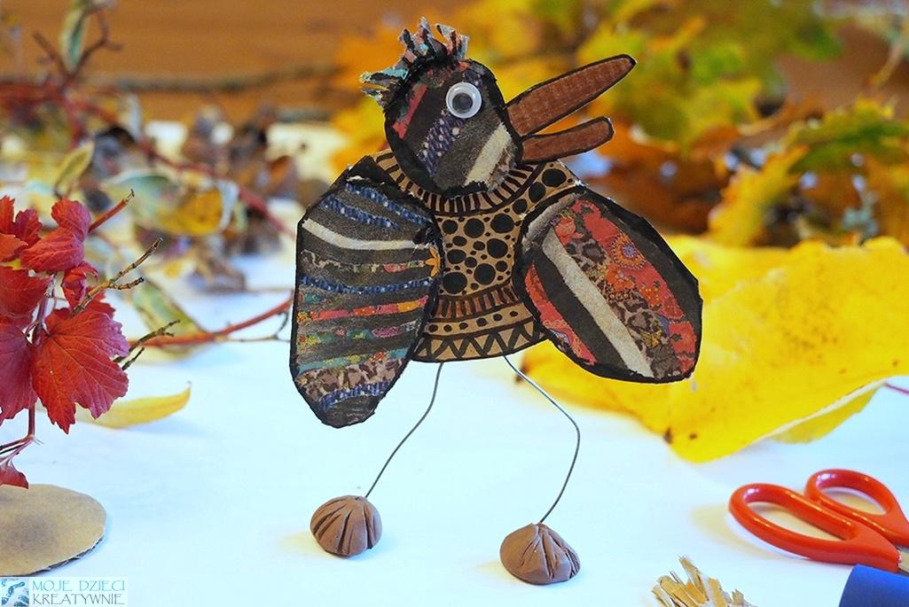ciekawe prace plastyczne dla dzieci, ptak z kartonu, papieru i liści, przestrzenna praca plastyczna.