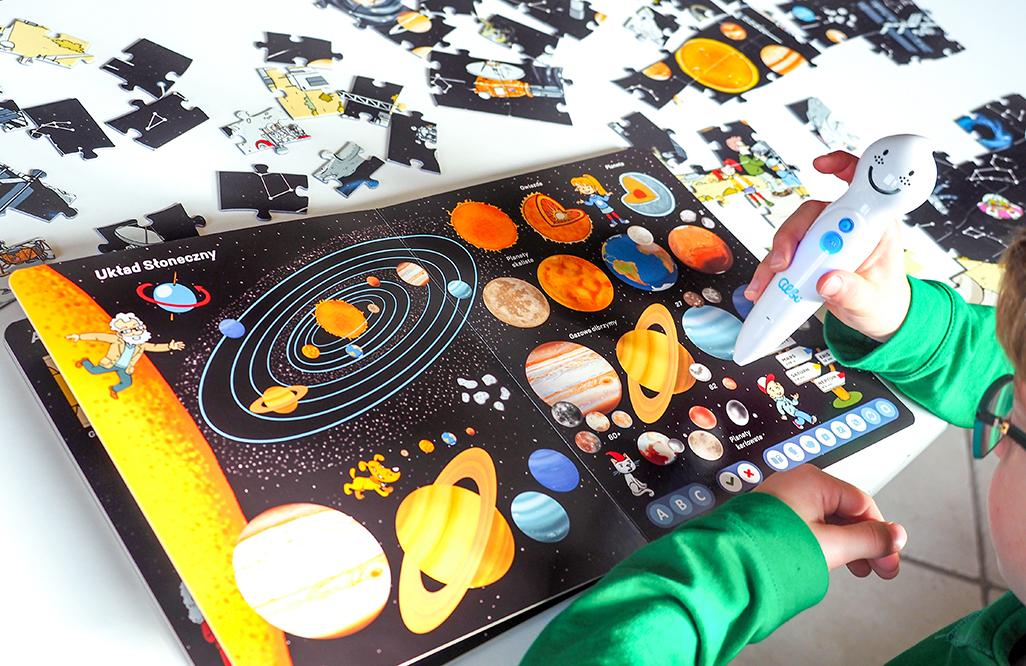 albik mówiące pióro, książka wszechświat, nauka o kosmosie książka dla dzieci, układ planet, albik